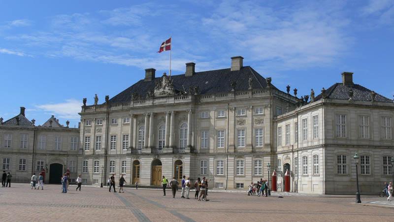 Amalienborg-Slot-i-Kobenhavn